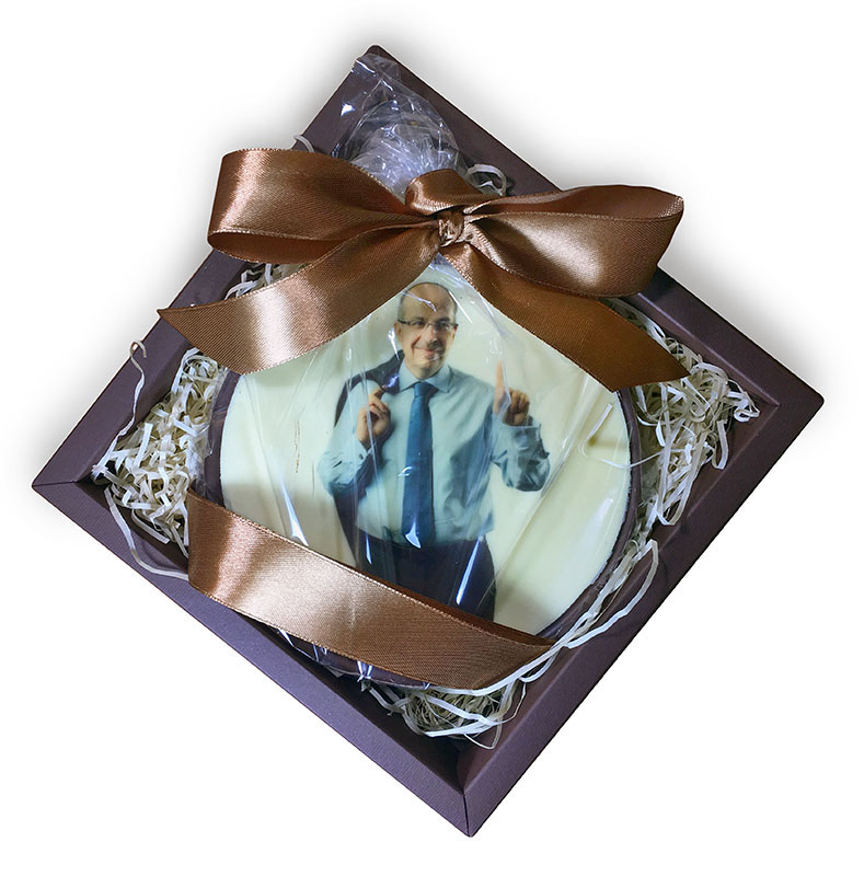 Шоколадная медаль с портретом Игоря Манна, напечатанным прямо на шоколаде