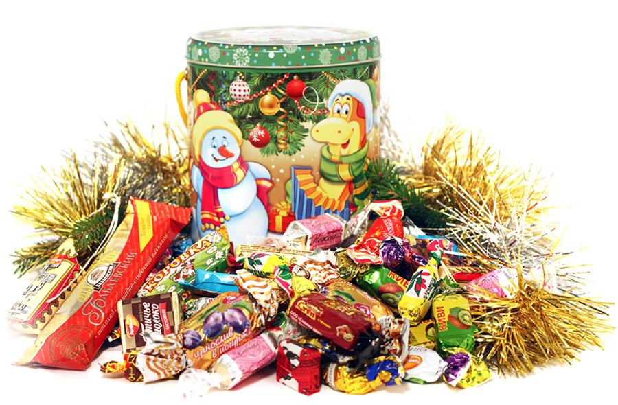 Детские новогодние подарки – наборы конфет в различных упаковках